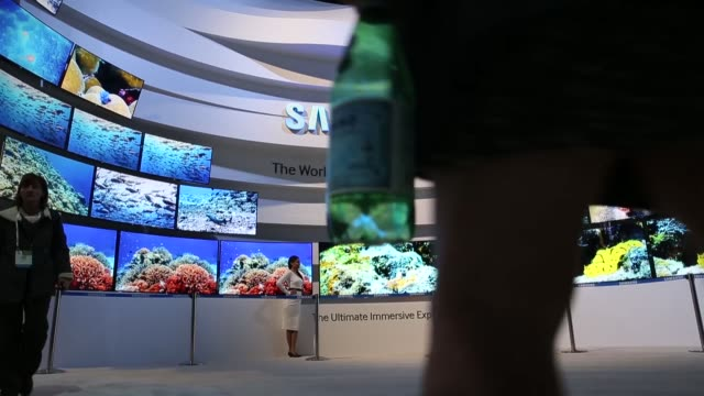 wide shot latest samsung tv's on display general views of the 2014 international consumer electronics show in las vegas nevada ces the world's... - trade show stock videos & royalty-free footage