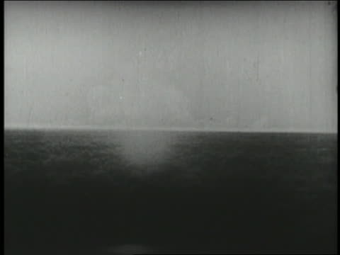 b/w 1942 wide shot long shot first atomic explosion testing - atomic bomb testing stock videos & royalty-free footage