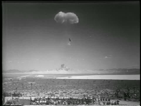 wide shot long shot mushroom cloud from h-bomb explosion over desert / yucca flats, nevada / newsreel - 1952 stock-videos und b-roll-filmmaterial