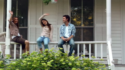 stockvideo's en b-roll-footage met wide shot man and woman sitting on porch and waving/ roxbury, new york - waving