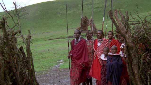 vídeos y material grabado en eventos de stock de wide shot masai tribe dancing and singing during procession / south africa - encuadre de tres cuartos