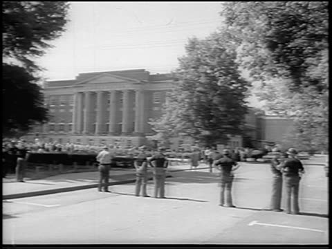 vídeos y material grabado en eventos de stock de b/w 1963 wide shot national guard gathered outside u of alabama at tuscaloosa / newsreel - instituciones y organizaciones educativas