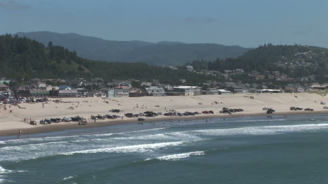 wide shot of a beach in oregon coast united states - oregons küste stock-videos und b-roll-filmmaterial