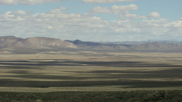 wide shot of a desert at nevada test site - 大量破壊兵器点の映像素材/bロール