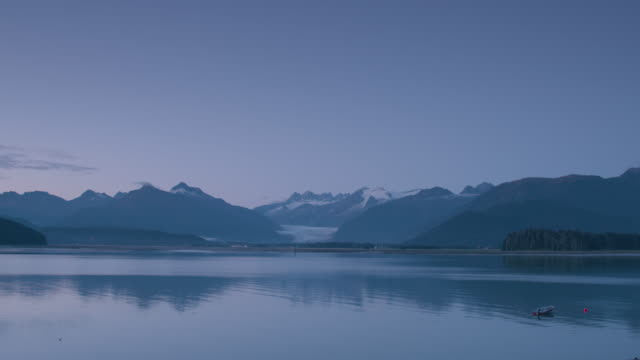 Wide shot of a lake with a glacier in the background
