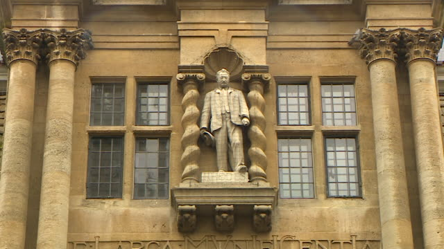 wide shot of a statue of cecil rhodes above the main entry to oriel college, oxford - 20 24 years stock videos & royalty-free footage