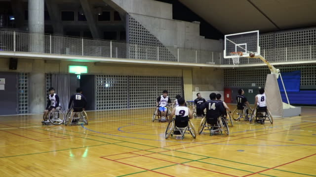 wide shot of adapted athletes playing professional wheelchair basketball - wheelchair basketball stock videos & royalty-free footage