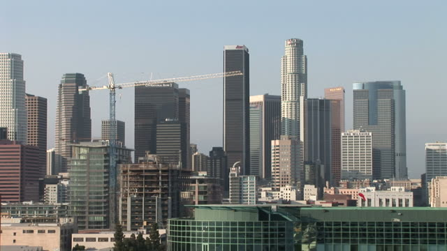 wide shot of buildings in los angeles united states - usバンクタワー点の映像素材/bロール