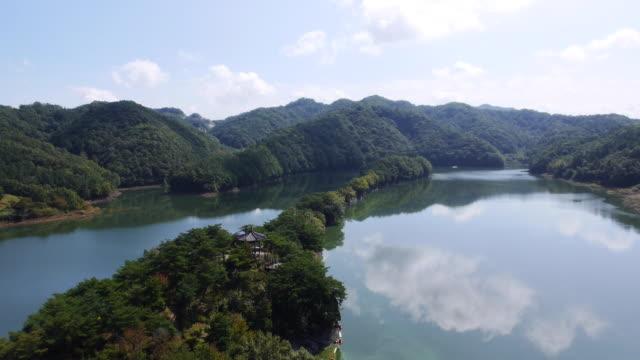 wide shot of busodamak pavillion area (famous for precipice with rocks) in okcheon, south korea - 景勝地点の映像素材/bロール