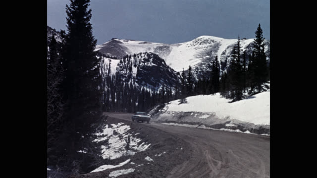 wide shot of car driving on mountain road during winter, pikes peak, colorado, usa - colorado stock videos & royalty-free footage