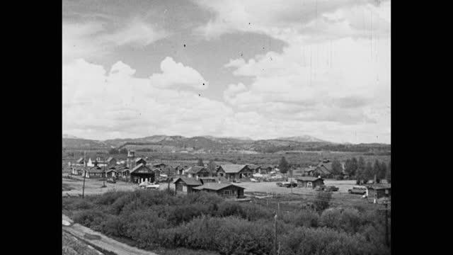 wide shot of cars driving on road passing through village, saugus, santa clarita, california, usa - santa clarita stock videos & royalty-free footage
