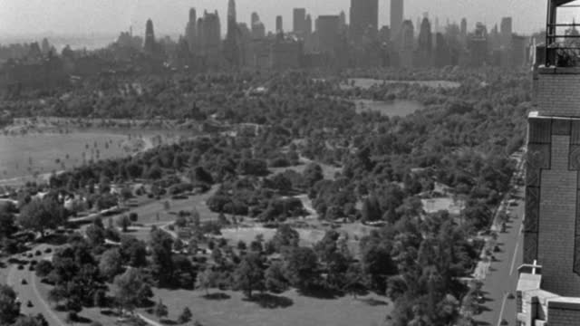 wide shot of central park with skyline in background, manhattan, new york city, new york state, usa - 1937 stock videos & royalty-free footage