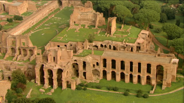 wide shot of circus maximus on palatine hill / rome, italy - ancient rome stock videos & royalty-free footage
