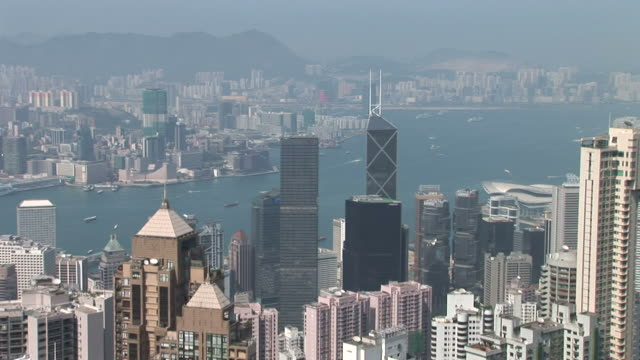 vidéos et rushes de wide shot of city from victoria peak in hong kong china - victoria peak