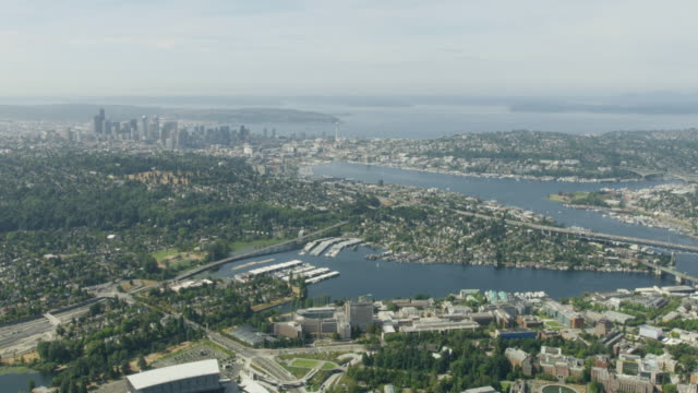 vidéos et rushes de wide shot of downtown seattle - université de washington