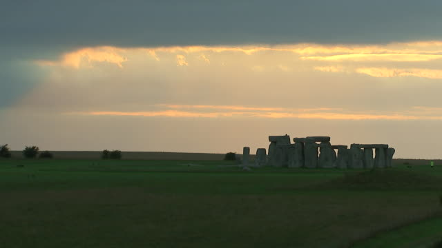 wide shot of dusk at stonehenge on august 28, 2018 in wiltshire, england. - wide angle stock videos & royalty-free footage