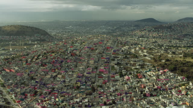 wide shot of ecatepec and mexico city - 人口爆発点の映像素材/bロール