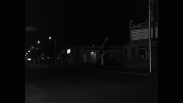 wide shot of empty street illuminated with street lights at night, saugus, santa clarita, california, usa - santa clarita stock videos & royalty-free footage