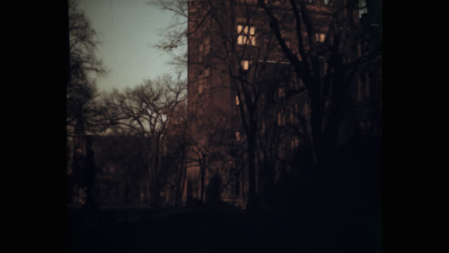 wide shot of exterior of building during sunset, yale university, new haven, connecticut, usa - ニューヘイブン点の映像素材/bロール