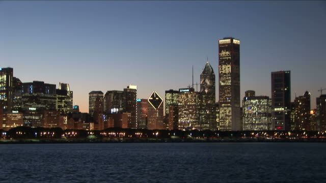 a wide shot of famous chicago skyline at magic hour in united states - one prudential plaza stock videos & royalty-free footage