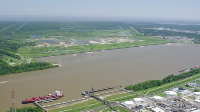 wide shot of flooded farm fields by the mississippi river - 園芸学点の映像素材/bロール