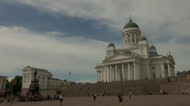 wide shot of helsinki cathedral from helsinki senate square in helsinki finland on july 13 2018 - music or celebrities or fashion or film industry or film premiere or youth culture or novelty item or vacations bildbanksvideor och videomaterial från bakom kulisserna