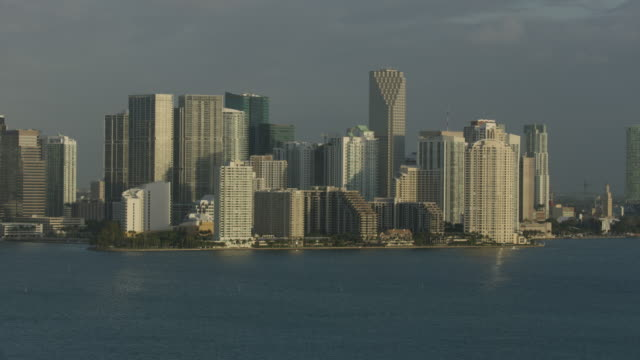 wide shot of high-rise buildings in downtown miami at sunrise - baia di biscayne video stock e b–roll