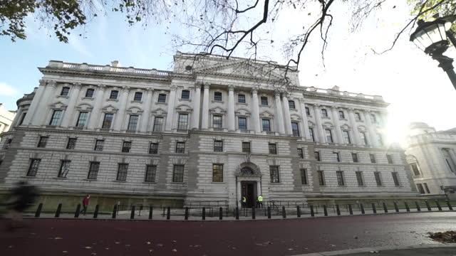wide shot of hm treasury building - politics stock videos & royalty-free footage