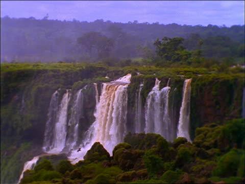 wide shot of iguacu falls (victoria falls) / argentina - naturwunder stock-videos und b-roll-filmmaterial