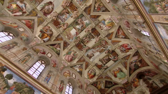 wide shot of interiors of the sistine chapel showing michaelangelo's art work and painted ceiling, the vatican - 360 stock videos & royalty-free footage