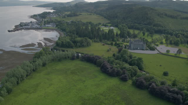 wide shot of inveraray castle on the shore of loch fyne - hill stock videos & royalty-free footage