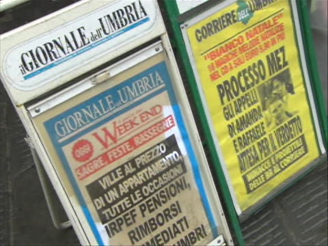 wide shot of italian newspaper billboards with headlines about amanda knox this from the time during the trial of amanda knox the american college... - crime or recreational drug or prison or legal trial video stock e b–roll