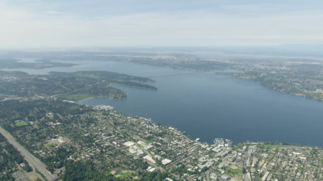 wide shot of lake washington - horizont stock-videos und b-roll-filmmaterial