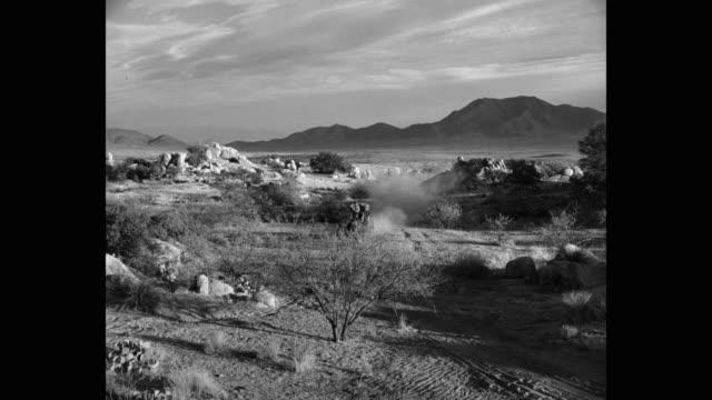 wide shot of man driving stagecoach in desert, yuma, arizona, usa - western usa bildbanksvideor och videomaterial från bakom kulisserna