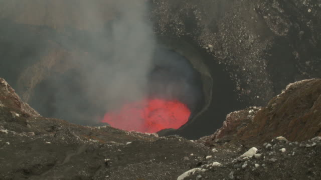 wide shot of marum volcano's lava lake releasing toxic gases, marum volcano, ambrym island, vanuatu - at the edge of stock videos & royalty-free footage