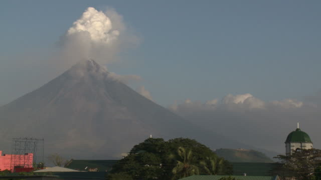 wide shot of mayon volcano spewing ash and steam over legazpi city, philippines, dec 2009 - philippines stock videos & royalty-free footage