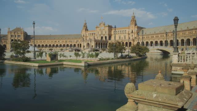 wide shot of moat at plaza de espana / seville, sevilla, spain - 堀点の映像素材/bロール