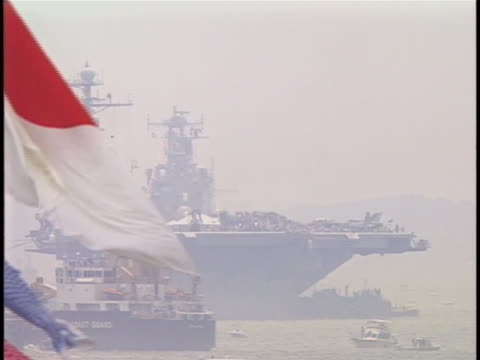 wide shot of multiple boats sailing in the harbor. fades a closeup of a japan fag on a boat and continues to fade into another wide shot of boats.... - sport点の映像素材/bロール