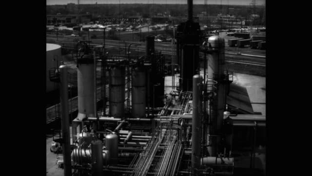 wide shot of oil refinery - oil industry stock videos & royalty-free footage