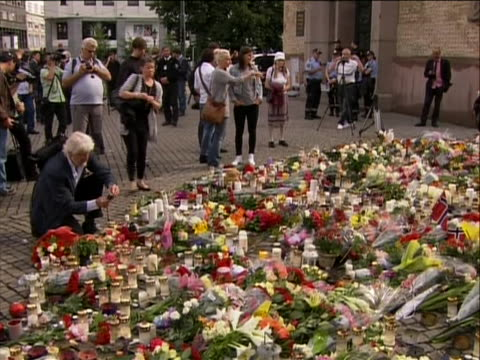 stockvideo's en b-roll-footage met wide shot of people at a makeshift memorial for the attack victims in norway on july 22 a pair of terrorist attacks took place in norway the first... - (war or terrorism or election or government or illness or news event or speech or politics or politician or conflict or military or extreme weather or business or economy) and not usa