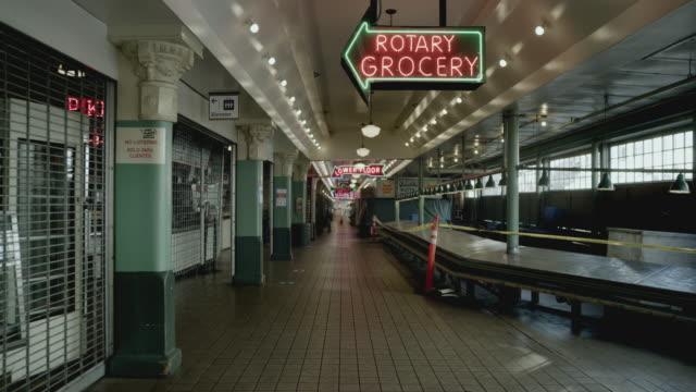 stockvideo's en b-roll-footage met wide shot of pike place market - seattle