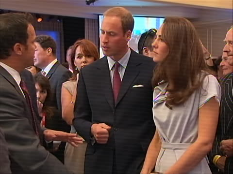 vídeos y material grabado en eventos de stock de wide shot of prince william and kate middleton listening to a presentation during the variety venture capital and new media summit at the beverly... - the beverly hilton hotel