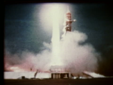 wide shot of rocket blasting off - 1969年点の映像素材/bロール