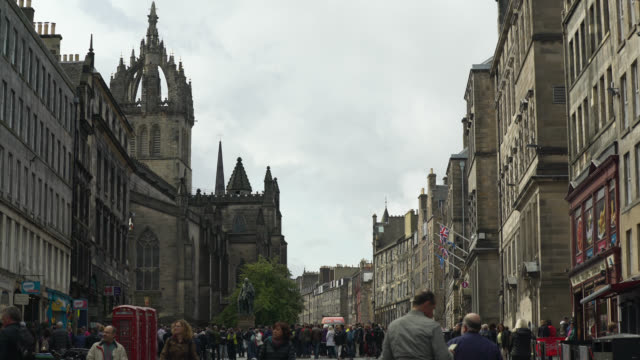 wide shot of royal mile in edinburgh, scotland - old town stock videos & royalty-free footage
