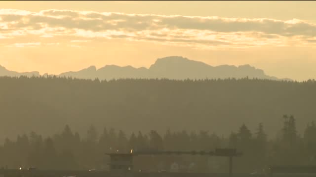 kcpq wide shot of seattle mountain - wide stock videos & royalty-free footage
