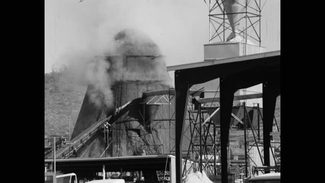wide shot of smoke emitting out from factory, sonora, california, usa - 1965 stock videos & royalty-free footage