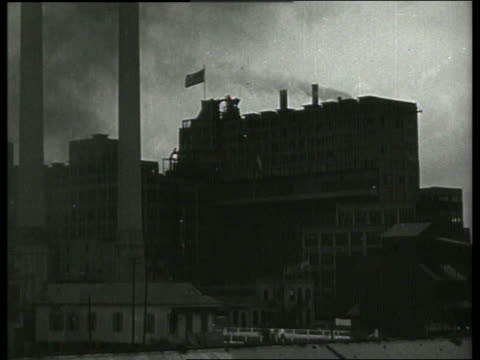 vídeos y material grabado en eventos de stock de b/w wide shot of sugar refinery / 1910 new orleans / no sound - 1910