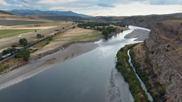 wide shot of the northern pacific railway next to the yellowstone river - pull out camera movement stock videos & royalty-free footage