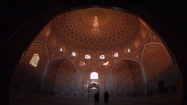 wide shot of the octagonal dome chamber and circular dome of the safavid era shah mosque with its colourful tiles recessed arches and illuminated... - shi'ite islam stock videos & royalty-free footage