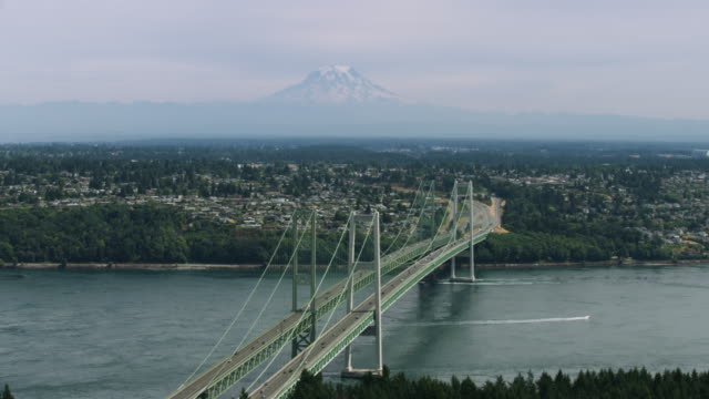 wide shot of the tacoma narrows bridge with mount rainier in the background - pierce county washington state stock videos & royalty-free footage